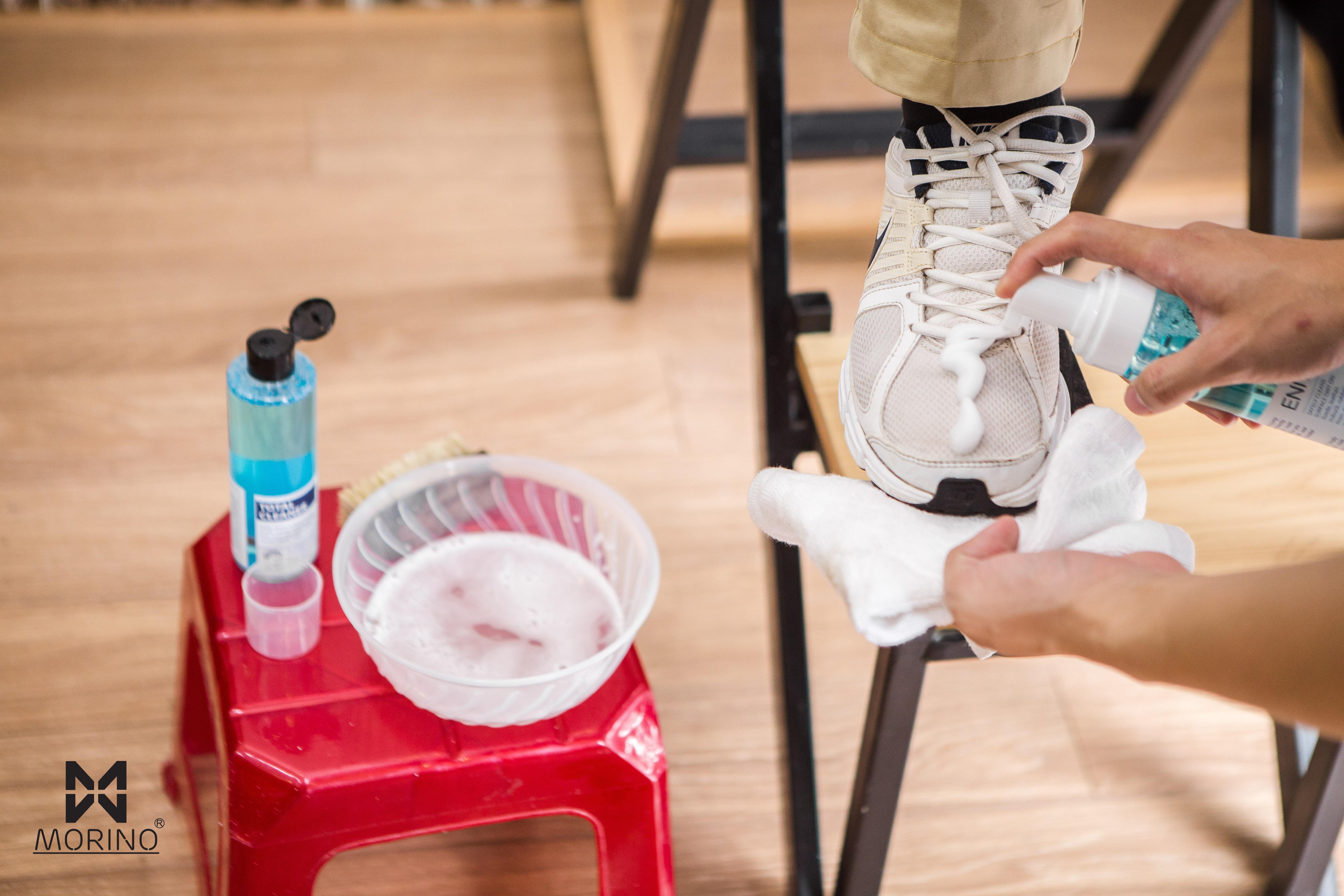 Vệ sinh làm sạch giày tại Morino